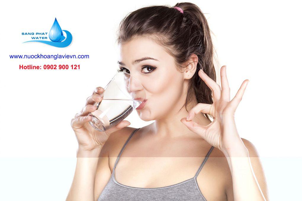 uống nước nhiều có tốt cho sức khỏe